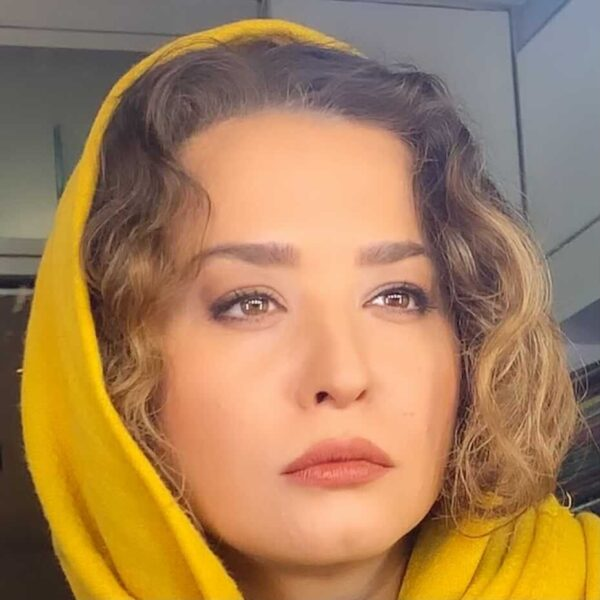 پیج اصلی اینستا مهراوه شریفی نیا